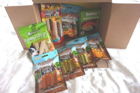 ULTIMATE VEGAN DOG CHRISTMAS HAMPER FILLED WITH VEGAN VEGETARIAN DOG TREATS